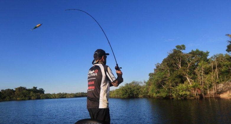 Bolsonaro autoriza pesca esportiva em áreas sensíveis de proteção ambiental